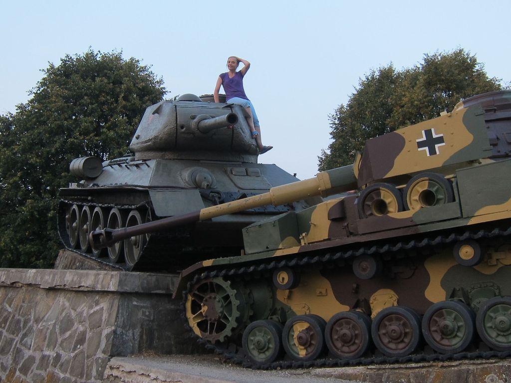 Е.А.Шувалова в месте танкового сражения на Дукельском перевале