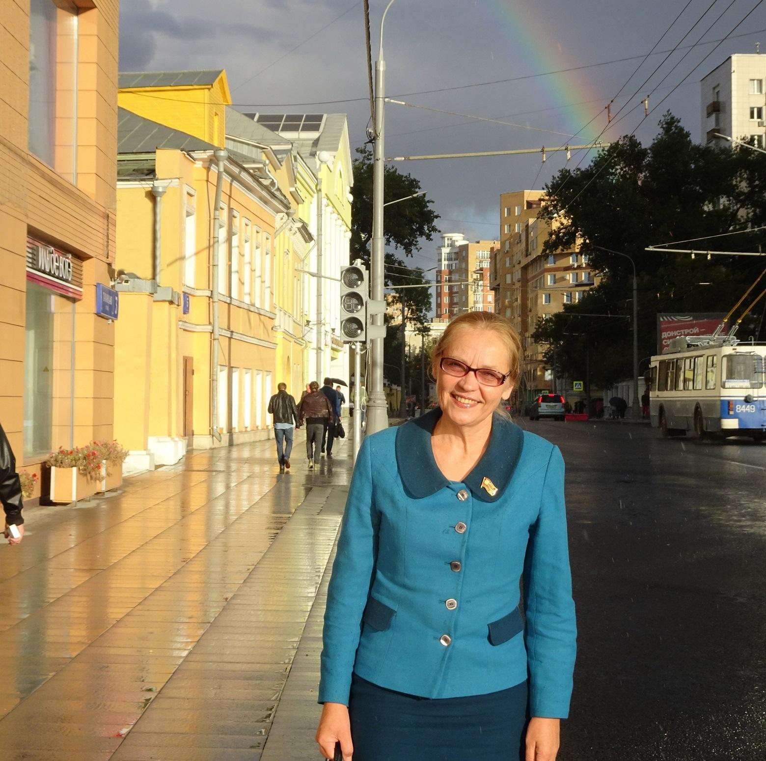 Депутат Елена Шувалова на Таганской улице в Москве
