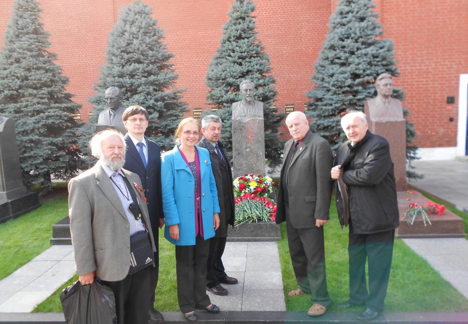 Е.А.Шувалова с соратниками на Красной площади