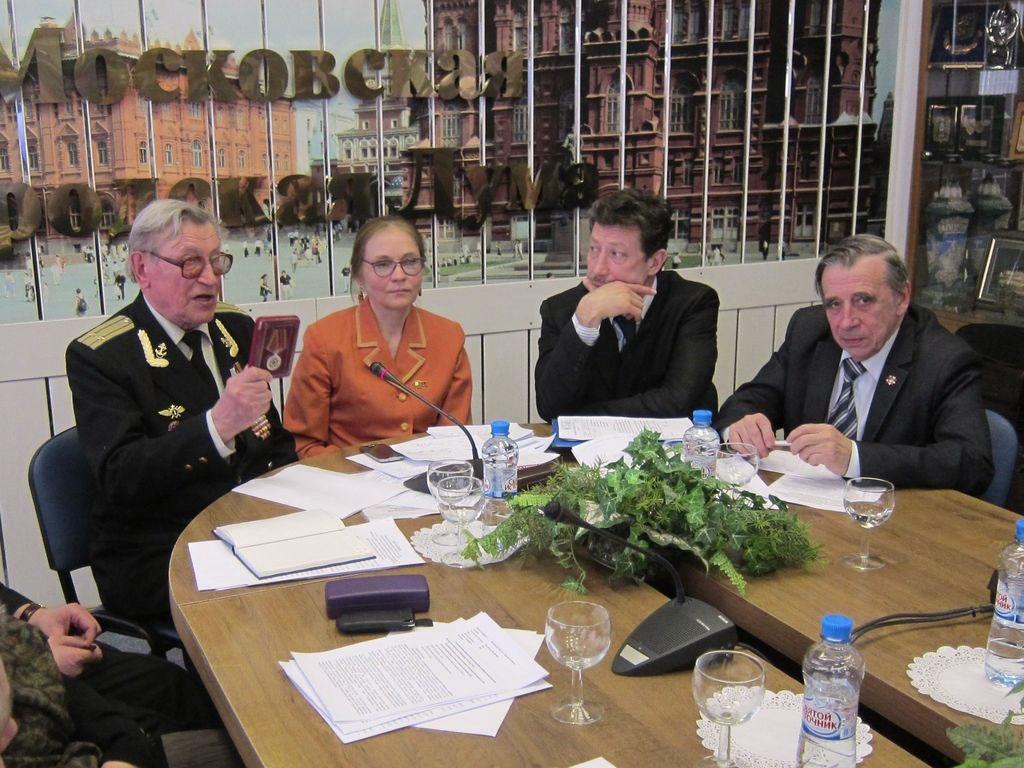 Депутат Елена Шувалова с участниками круглого стола по Красной площади