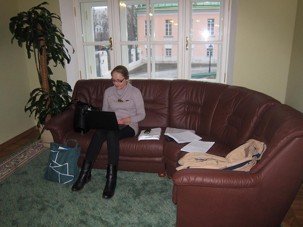 Елена Шуваловой за работой в Мосгордуме