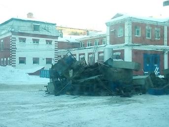 Вырезают внутренние конструкции троллейбусного парка имени Петра Щепетильникова