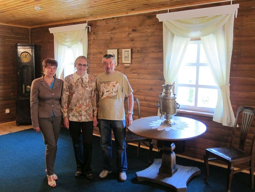 Директор музея Тереза Николаевна с Еленой Анатольевной и Владимиром Михайловичем