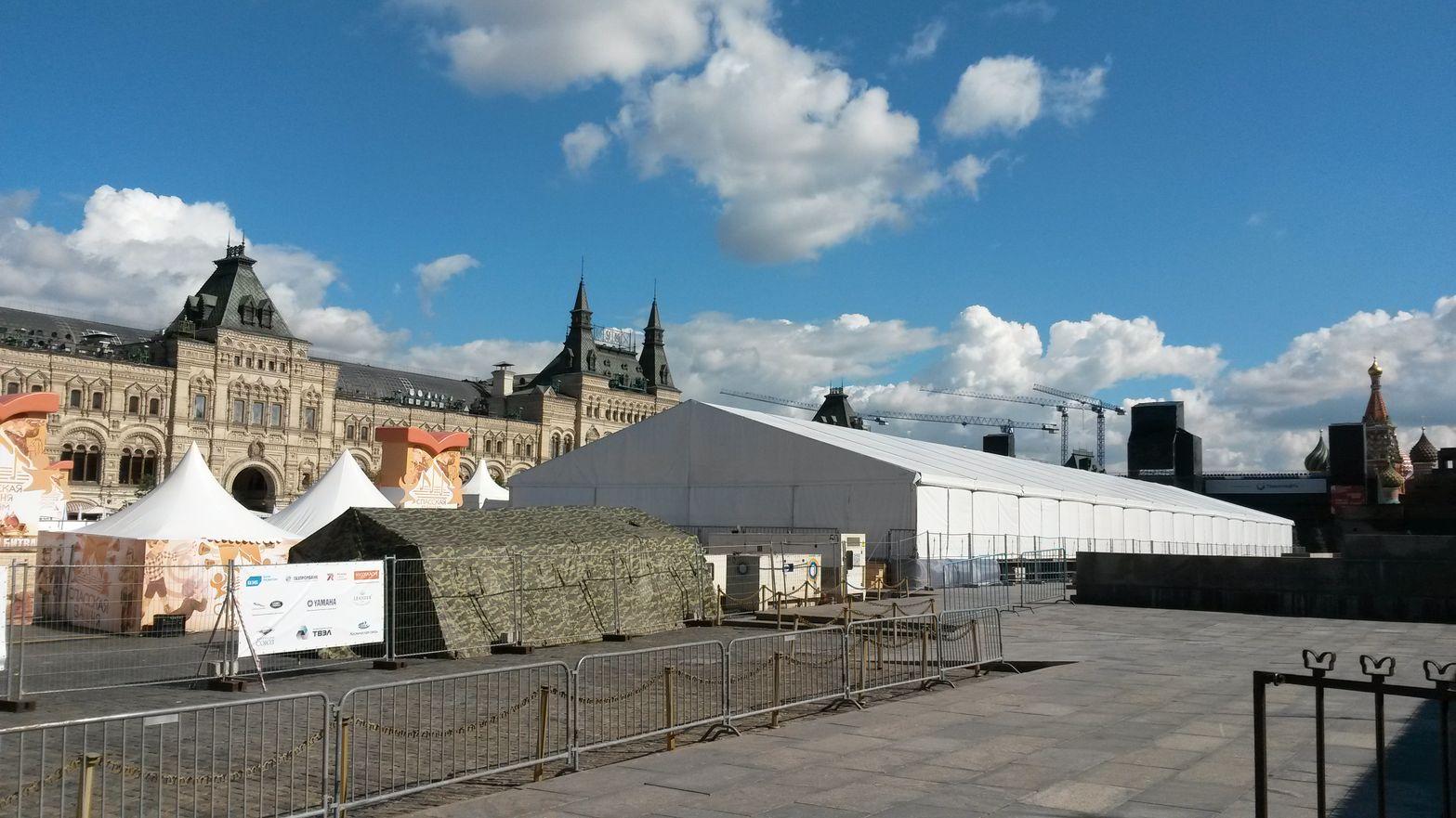 Палатки на Красной площади