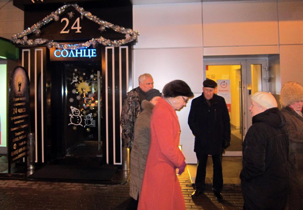 Елена Шувалова на встрече с жителями на Садово-Каретной улице