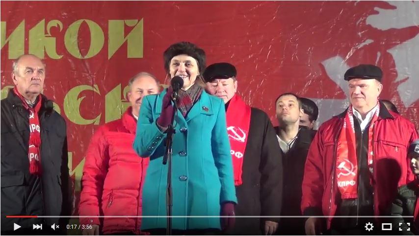 Е.А.Шувалова на трибуне перед митингующими