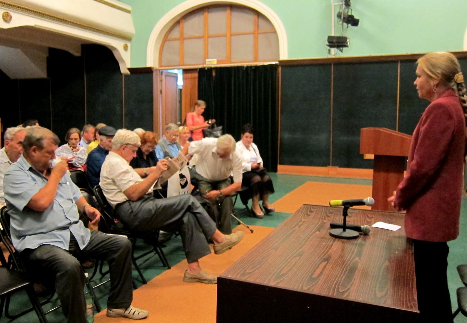 Елена Шувалова на встрече с избирателями