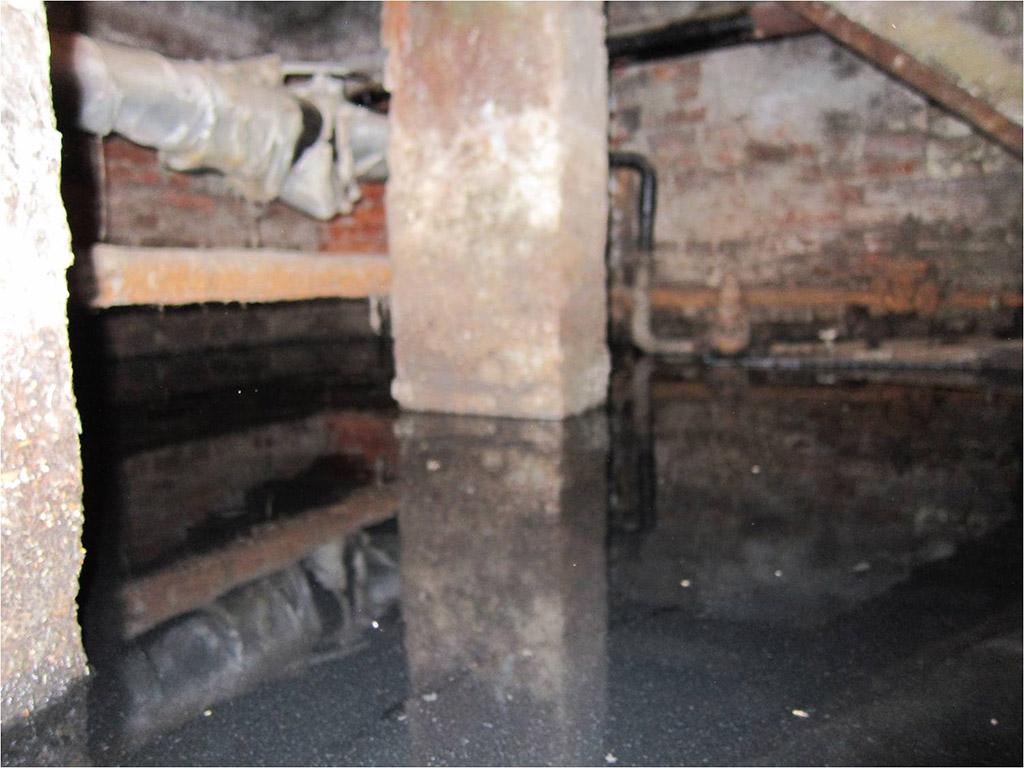 Затопленный подвал дома на Новокузнецкой улице